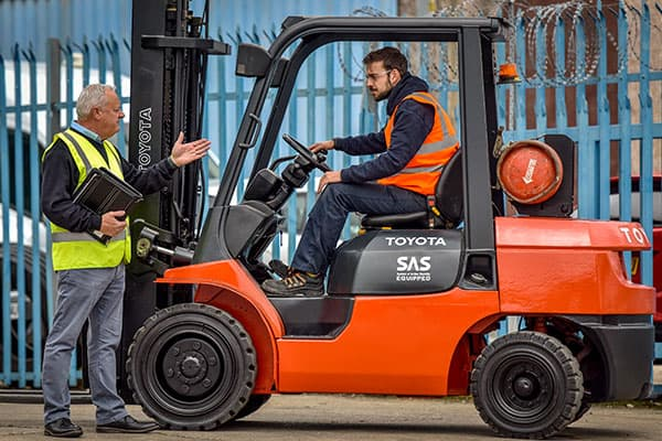 Five Tips for Safely Operating a Forklift - Forkserve